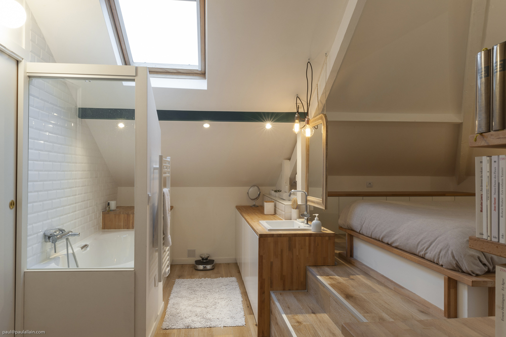Des salles de bain sous les combles ma ma architectes for Amenagement chambre avec dressing et salle de bain